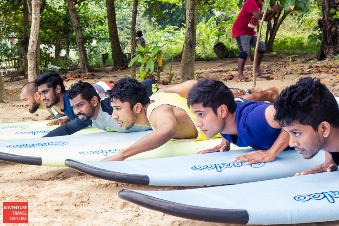 Beginner Surfing lesson in Waligama